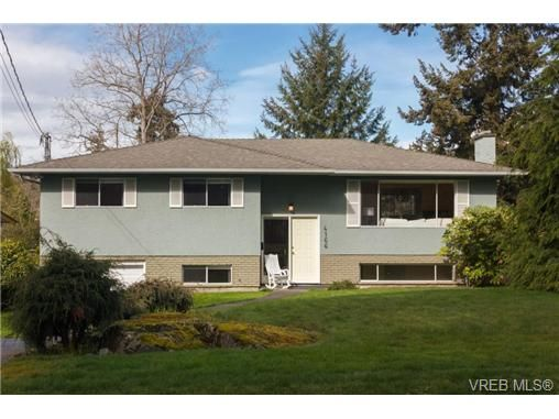 Main Photo: 4166 Bracken Ave in VICTORIA: SE Lake Hill House for sale (Saanich East)  : MLS®# 697283