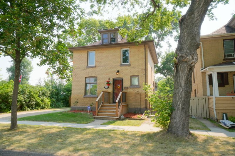 FEATURED LISTING: 116 4th St NW Portage la Prairie