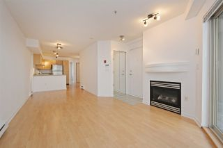 """Photo 4: C1 332 LONSDALE Avenue in North Vancouver: Lower Lonsdale Condo for sale in """"The Calypso"""" : MLS®# R2198607"""