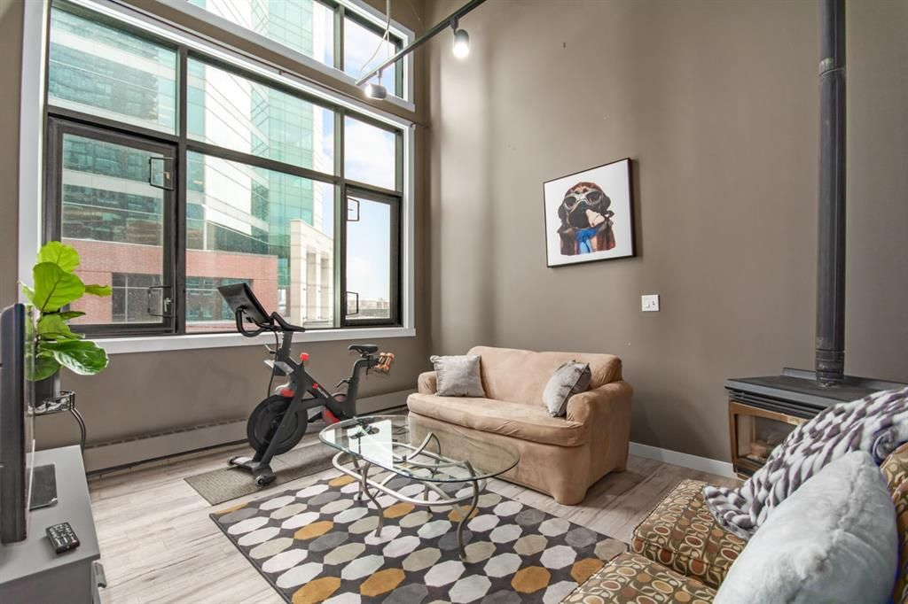 Main Photo: 309 220 11 Avenue SE in Calgary: Beltline Apartment for sale : MLS®# A1136553