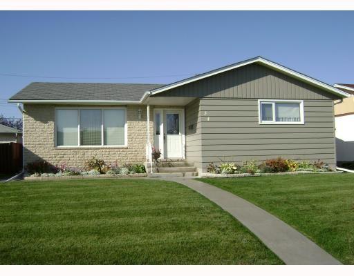 Main Photo: 34 HUBER Street in WINNIPEG: Maples / Tyndall Park Residential for sale (North West Winnipeg)  : MLS®# 2819314