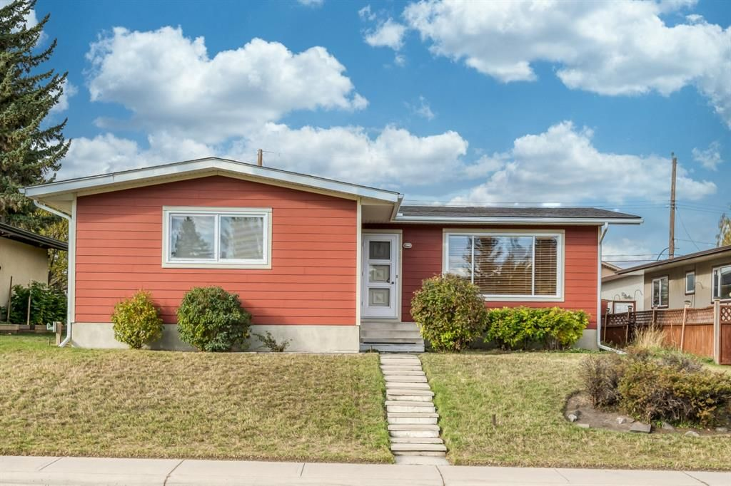 Main Photo: 332 99 Avenue SE in Calgary: Willow Park Detached for sale : MLS®# A1153224