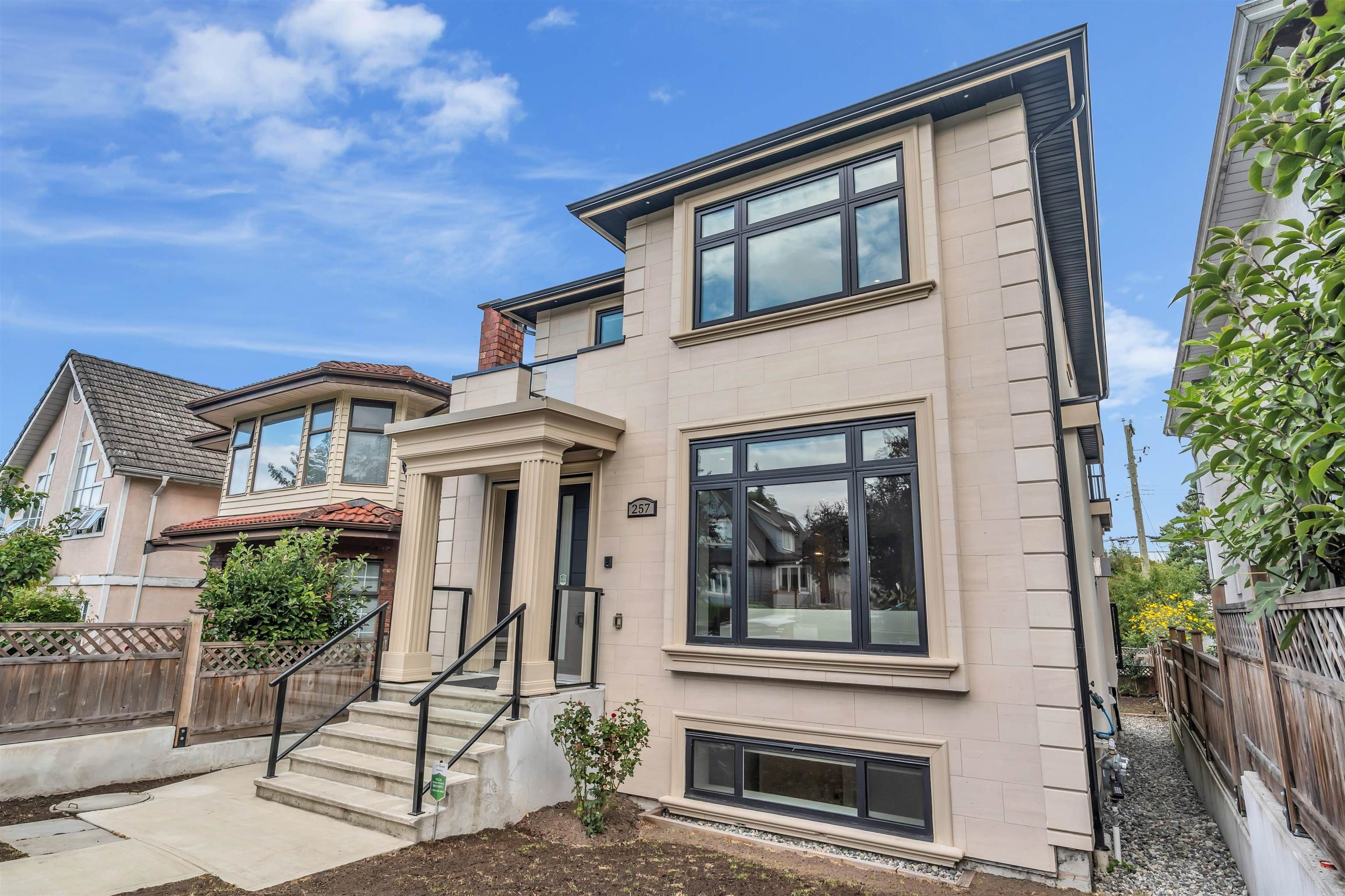 Main Photo: 257 E 38TH Avenue in Vancouver: Main House for sale (Vancouver East)  : MLS®# R2617771