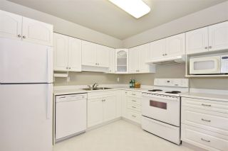 """Photo 2: 70 3180 E 58TH Avenue in Vancouver: Champlain Heights Townhouse for sale in """"Highgate"""" (Vancouver East)  : MLS®# R2169507"""