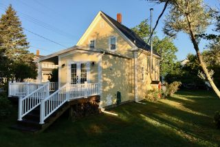 Photo 3: 1383 Blue Rocks Road in Blue Rocks: 405-Lunenburg County Residential for sale (South Shore)  : MLS®# 202102958