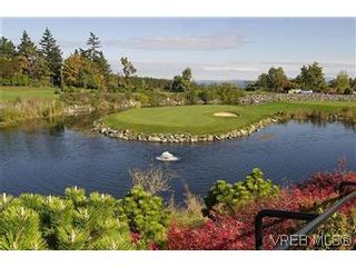 Photo 13: 116 5316 Sayward Hill Cres in VICTORIA: SE Cordova Bay Condo for sale (Saanich East)  : MLS®# 593691