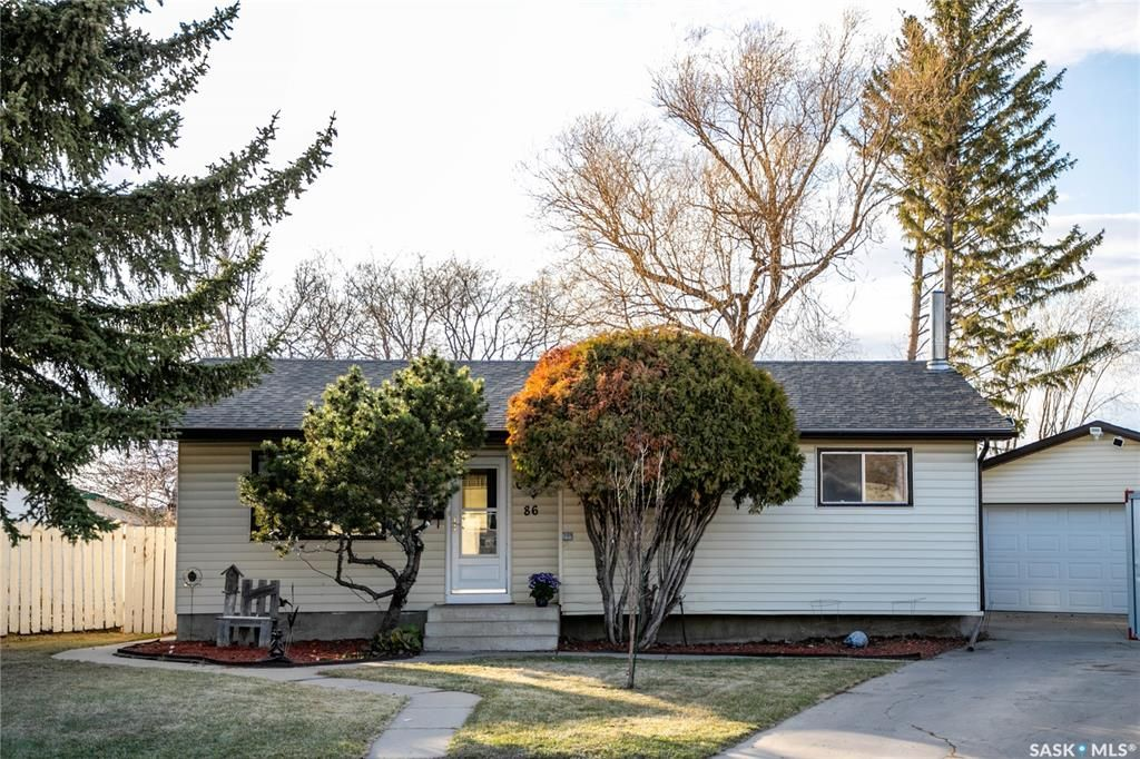 Main Photo: 86 DOMINION Crescent in Saskatoon: Confederation Park Residential for sale : MLS®# SK852190