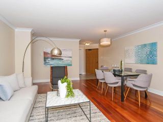 "Photo 11: 403 2108 W 38TH Avenue in Vancouver: Kerrisdale Condo for sale in ""The Wilshire"" (Vancouver West)  : MLS®# R2355468"