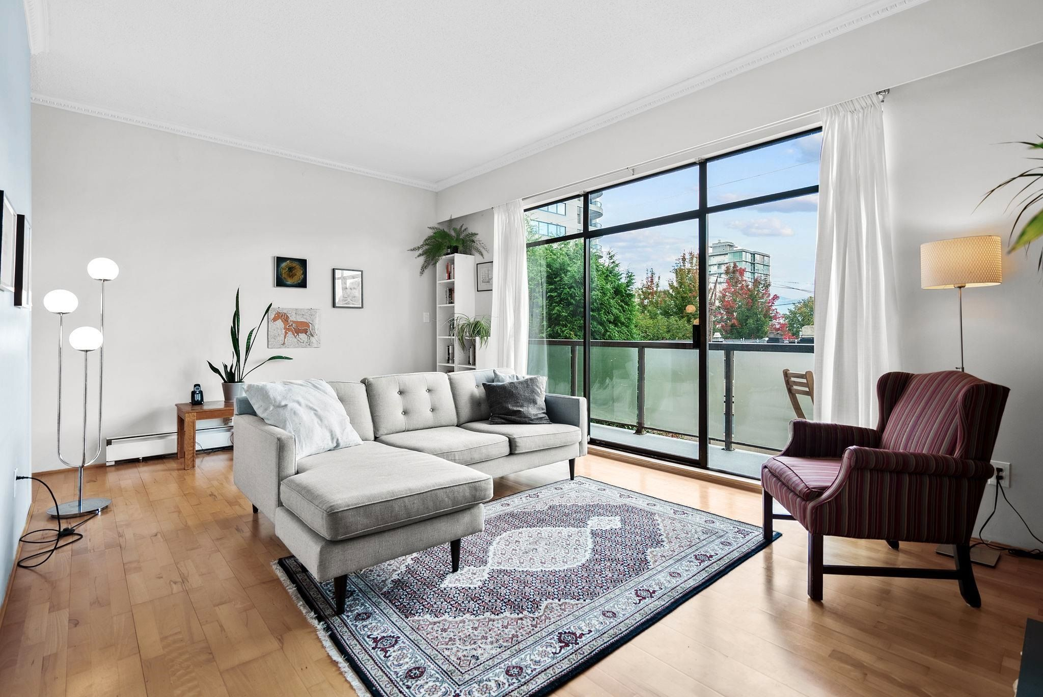 """Main Photo: 215 1345 W 15TH Avenue in Vancouver: Fairview VW Condo for sale in """"SUNRISE WEST"""" (Vancouver West)  : MLS®# R2625025"""