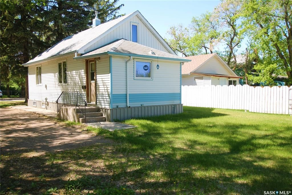 Main Photo: 19 11th Avenue Southeast in Swift Current: South East SC Residential for sale : MLS®# SK858866