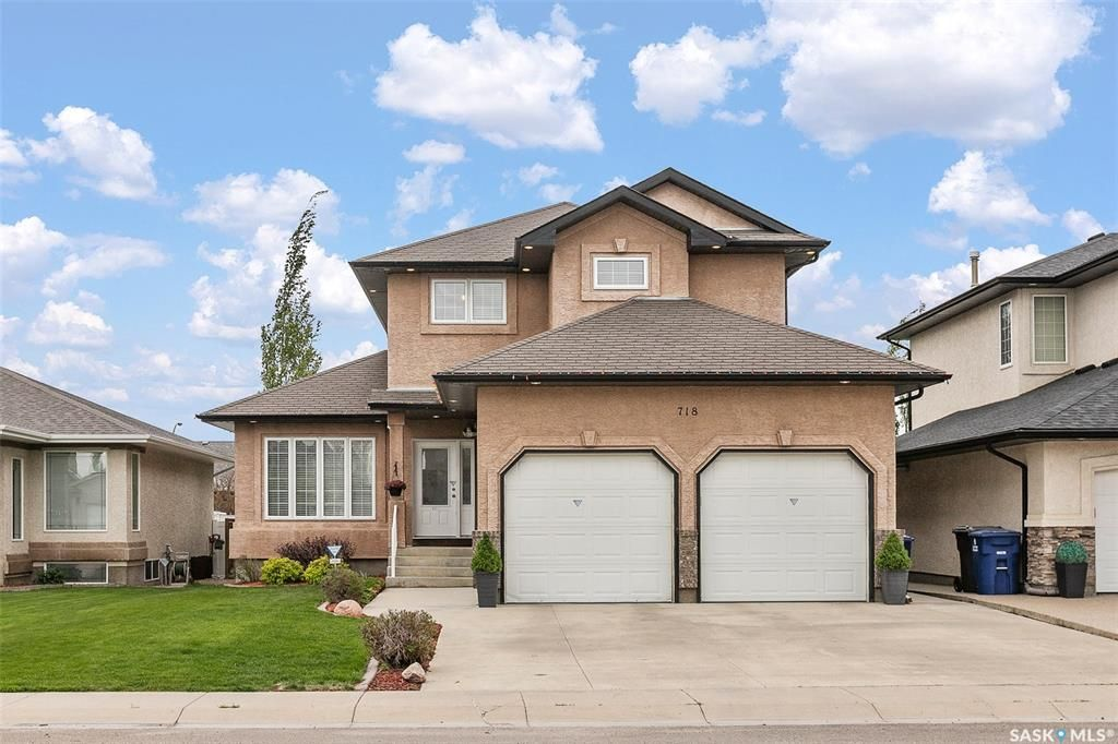 Main Photo: 718 Greaves Crescent in Saskatoon: Willowgrove Residential for sale : MLS®# SK810497