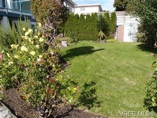 Photo 10: 2545 Beach Dr in Victoria: House for sale : MLS®# 356036