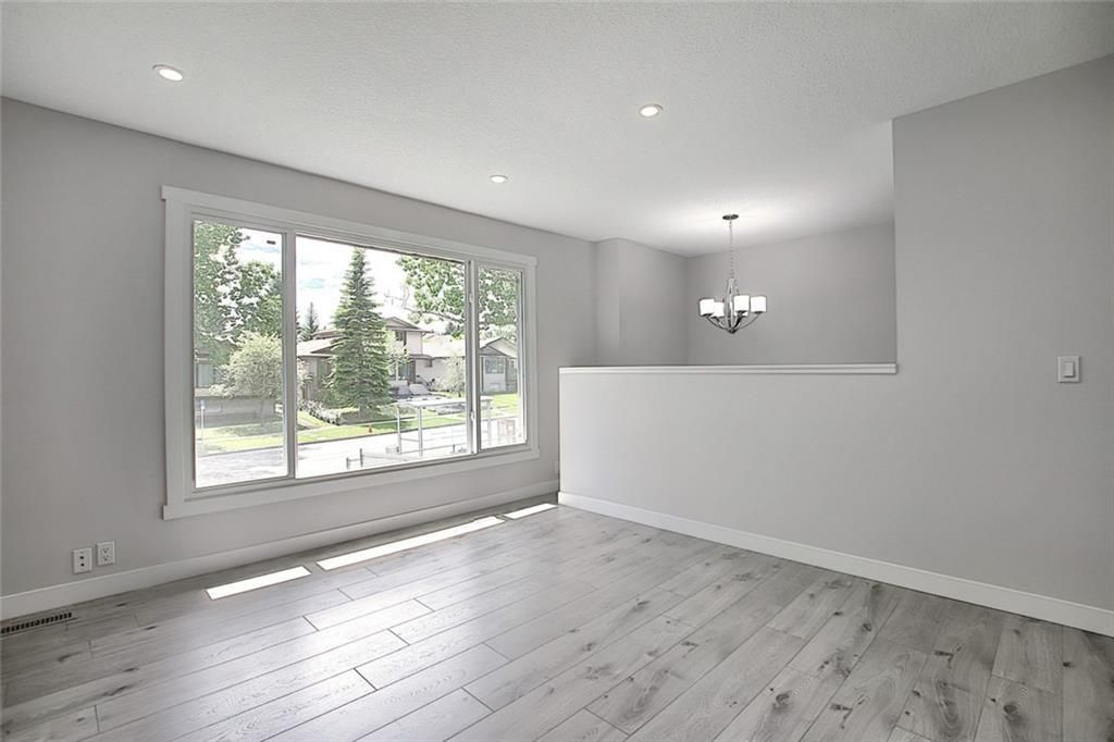 Photo 11: Photos: 1134 BERKLEY Drive NW in Calgary: Beddington Heights Semi Detached for sale : MLS®# C4303281