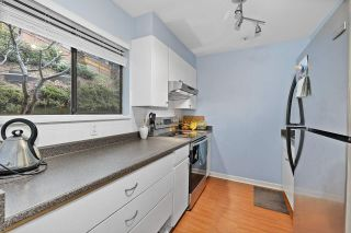 "Photo 2: 915 BRITTON Drive in Port Moody: North Shore Pt Moody Townhouse for sale in ""WOODSIDE VILLAGE"" : MLS®# R2554809"