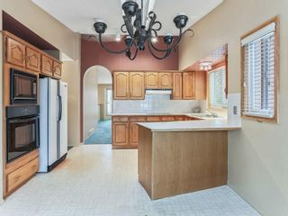 Photo 3: 51 SANDRINGHAM Way NW in Calgary: Sandstone Valley House for sale