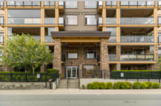 Main Photo: : Condo for sale : MLS®# R2382659