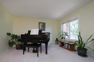 Photo 4: 85 STRATHRIDGE Close SW in Calgary: Strathcona Park Detached for sale : MLS®# A1019965