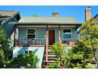 Photo 1: 614 E 4TH Street in North Vancouver: Queensbury House for sale : MLS®# V848038
