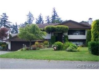 Photo 1:  in VICTORIA: SE Lake Hill House for sale (Saanich East)  : MLS®# 401820