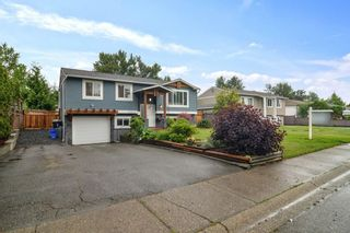 Photo 3: 26673 32A Avenue: House for sale in Langley: MLS®# R2592600