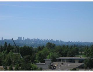 """Photo 2: 906 3771 BARTLETT Court in Burnaby: Sullivan Heights Condo for sale in """"TIMBERLEA"""" (Burnaby North)  : MLS®# V776369"""