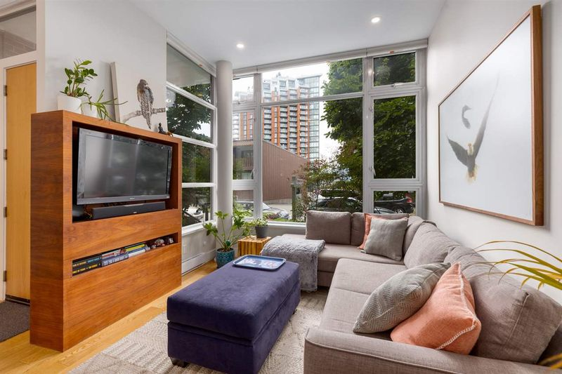 FEATURED LISTING: 290 11TH Avenue East Vancouver