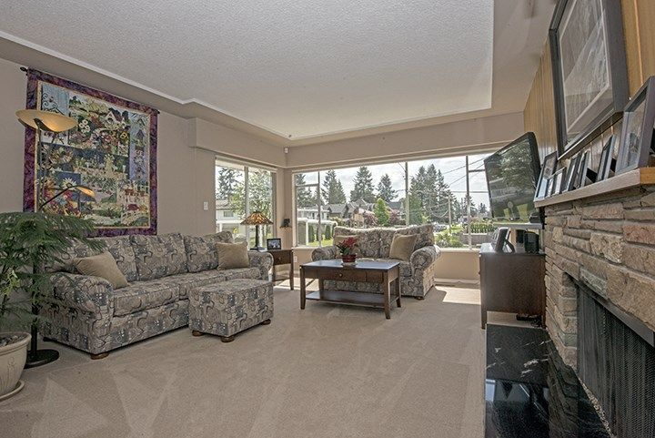 Photo 2: Photos: 1327 BRISBANE Avenue in Coquitlam: Harbour Chines House for sale : MLS®# R2061600