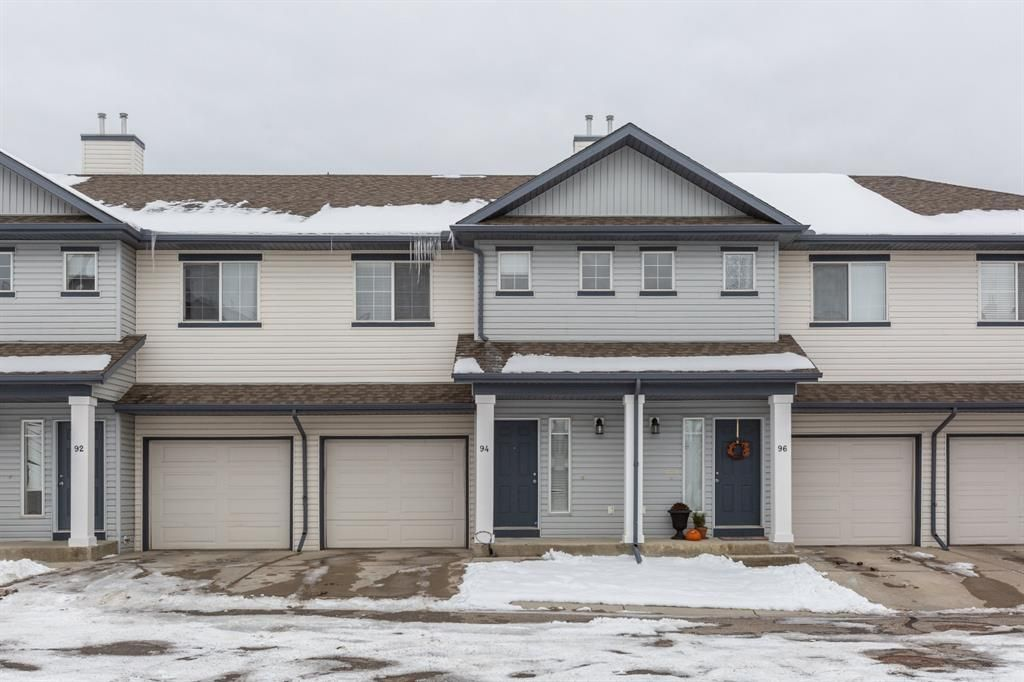 Main Photo: 94 Everridge Gardens SW in Calgary: Evergreen Row/Townhouse for sale : MLS®# A1069502