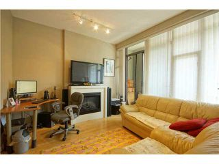 """Photo 3: 303 39 SIXTH Street in New Westminster: Downtown NW Condo for sale in """"Quantum By Bosa"""" : MLS®# V1135585"""