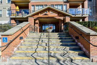 """Photo 3: 217 20219 54A Avenue in Langley: Langley City Condo for sale in """"SUEDE"""" : MLS®# R2449057"""