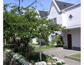 """Photo 1: 26 888 W 16TH Street in North_Vancouver: Hamilton Townhouse for sale in """"TOBRUCK GARDENS"""" (North Vancouver)  : MLS®# V768886"""