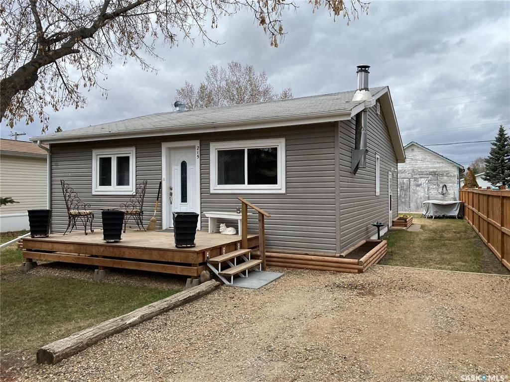 Main Photo: 215 2nd Street East in Meota: Residential for sale : MLS®# SK852399