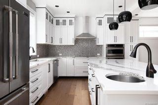 Photo 13: 2075 Neil St in : OB Henderson House for sale (Oak Bay)  : MLS®# 861427