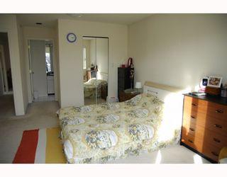 Photo 7: 3678 E Pender Street in Vancouver East: Renfrew VE House for sale : MLS®# V811892