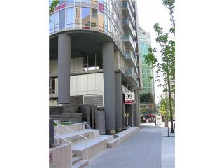 """Photo 1: 2202 788 HAMILTON Street in Vancouver: Downtown VW Condo for sale in """"TV TOWER I"""" (Vancouver West)  : MLS®# V825585"""
