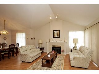 """Photo 5: 115 19649 53RD Avenue in Langley: Langley City Townhouse for sale in """"Huntsfield Green"""" : MLS®# F1406703"""