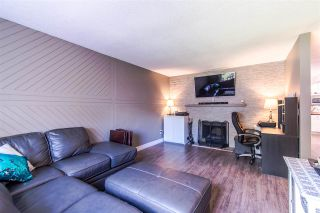 Photo 2: 6059 BROOKS Crescent in Surrey: Cloverdale BC House for sale (Cloverdale)  : MLS®# R2377690