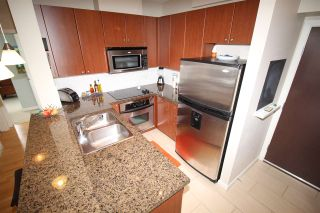 """Photo 4: 805 15 E ROYAL Avenue in New Westminster: Fraserview NW Condo for sale in """"VICTORIA HILL"""" : MLS®# R2145310"""