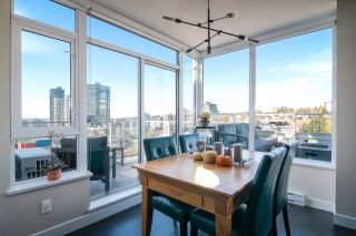 """Photo 2: 2002 668 COLUMBIA Street in New Westminster: Downtown NW Condo for sale in """"Trapp + Holbrook"""" : MLS®# R2419627"""