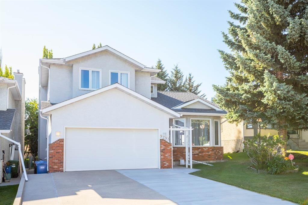 Main Photo: 9293 SANTANA Crescent NW in Calgary: Sandstone Valley Detached for sale : MLS®# A1019622