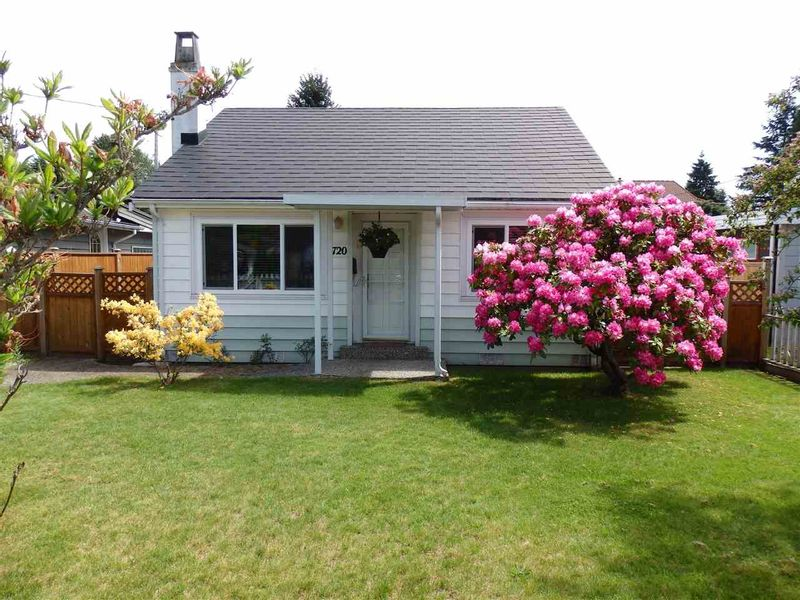FEATURED LISTING: 1720 SUTHERLAND Avenue North Vancouver