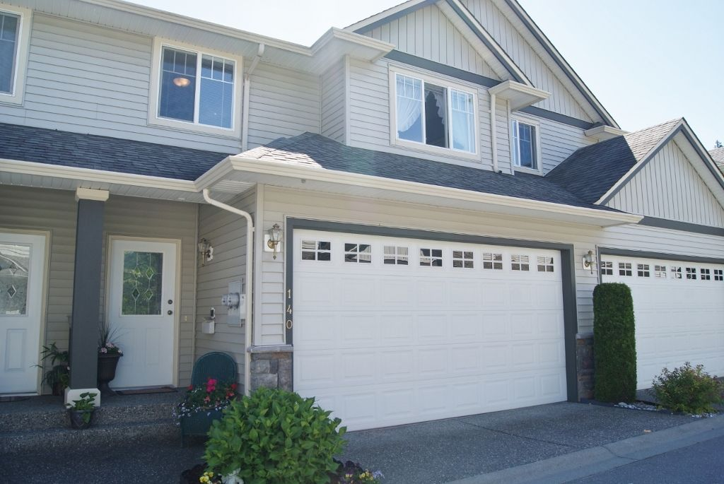 "Main Photo: 140 46360 VALLEYVIEW Road in Sardis: Promontory Townhouse for sale in ""APPLE CREEK"" : MLS®# H1202571"