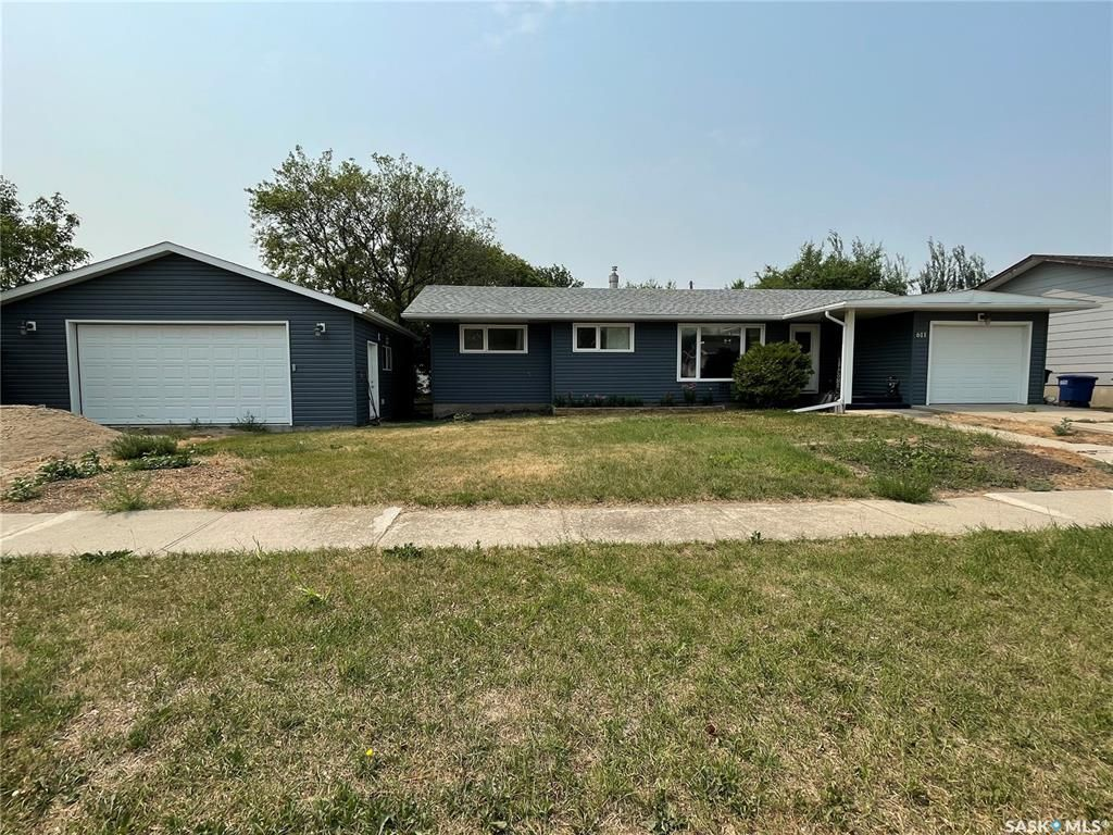 Main Photo: 611 15th Street in Humboldt: Residential for sale : MLS®# SK864157