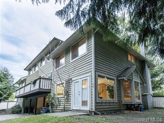 Main Photo: 3882 Shelbourne St in VICTORIA: SE Cedar Hill Row/Townhouse for sale (Saanich East)  : MLS®# 727993