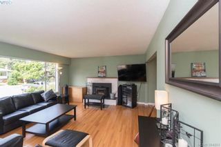 Photo 2: 542 Hallsor Dr in VICTORIA: Co Wishart North House for sale (Colwood)  : MLS®# 791609