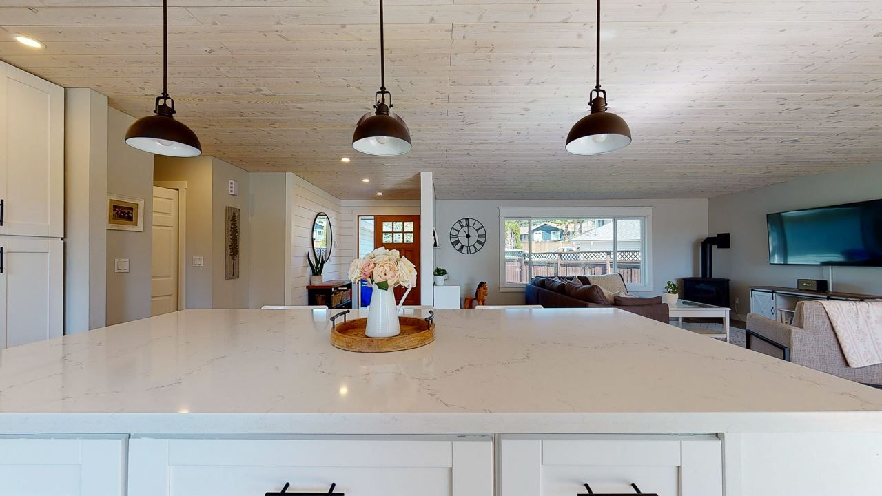 Photo 4: Photos: 5472 CARNABY Place in Sechelt: Sechelt District House for sale (Sunshine Coast)  : MLS®# R2495555
