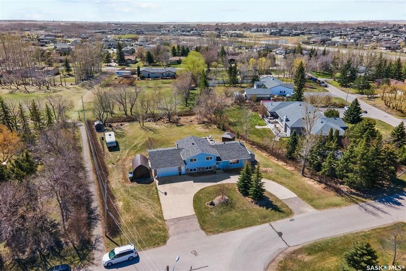 FEATURED LISTING: 14 Meadow Road White City