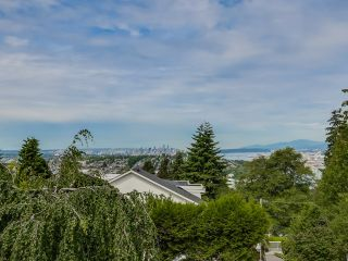 Photo 4: 395 N GLYNDE Avenue in Burnaby: Capitol Hill BN House for sale (Burnaby North)  : MLS®# V1130942