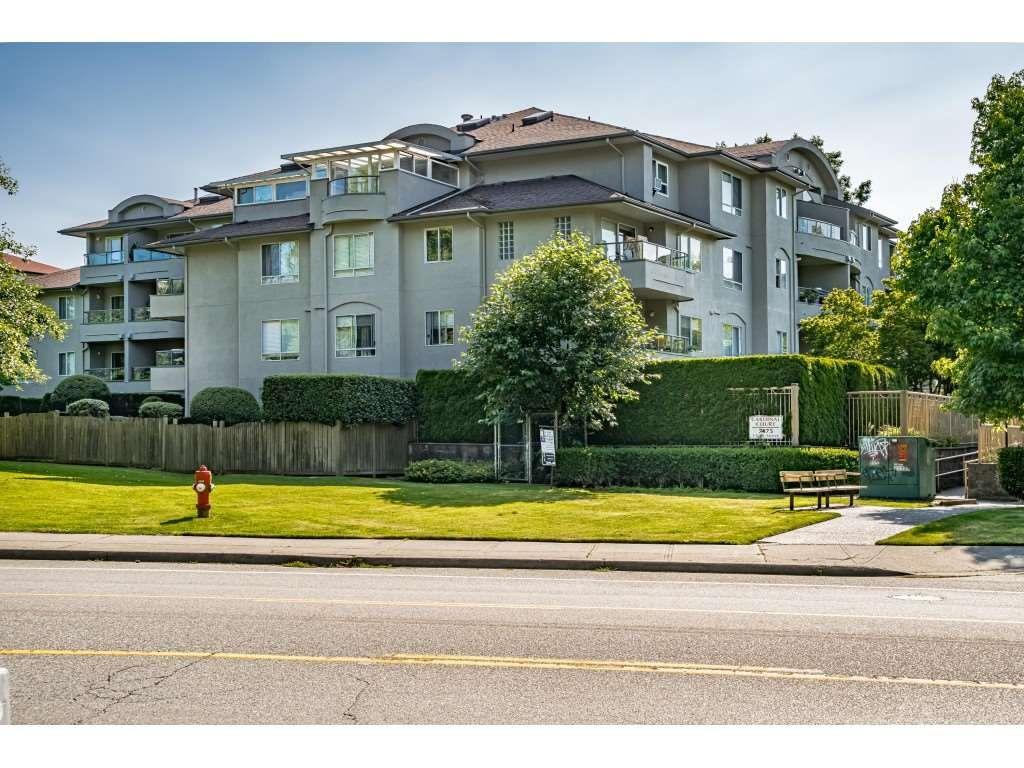 Main Photo: 101 7475 138 Street in Surrey: East Newton Condo for sale : MLS®# R2476362