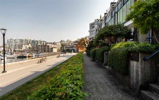 Photo 18: 694 MILLBANK in Vancouver: False Creek Townhouse for sale (Vancouver West)  : MLS®# R2496672